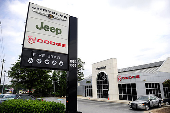 Chrysler Ends Dealership Program