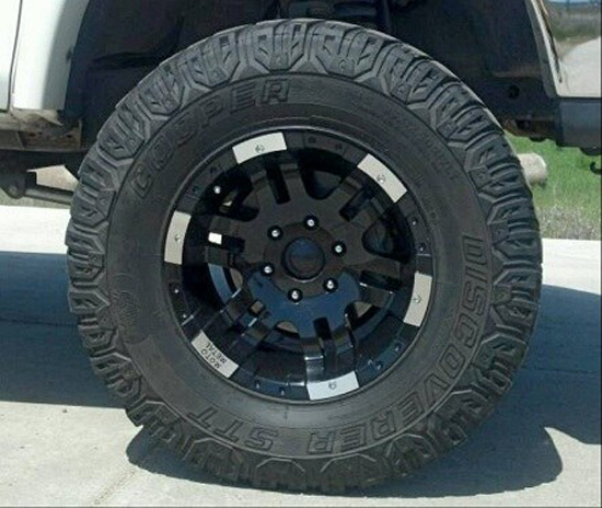 Featured Truck - Black and White Custom 2000 Toyota Tundra - Wheels
