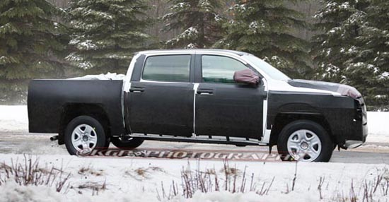 2014 Toyota Tundra CrewMax Spy Photos - Side